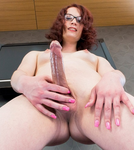 Horny Red Head Anastasia Coxx Cums!